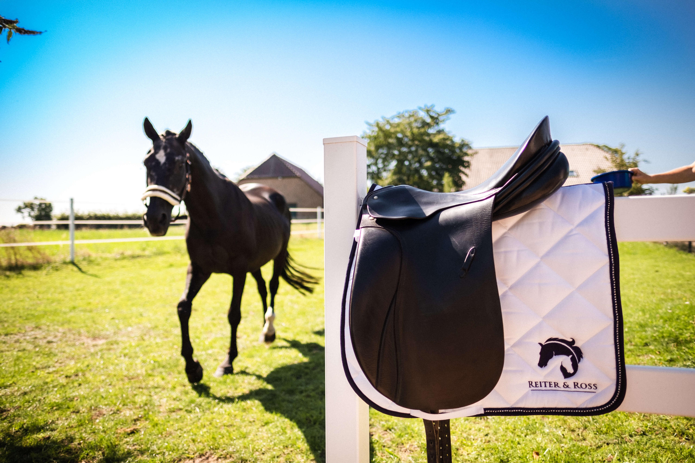 Pferdehaftpflichtversicherungen von Reiter und Ross auch für Zubehör, wie der gezeigte Sattel